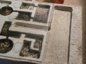 Réservoir d'eau et chambres avec fourmis - Photo B. GILLES