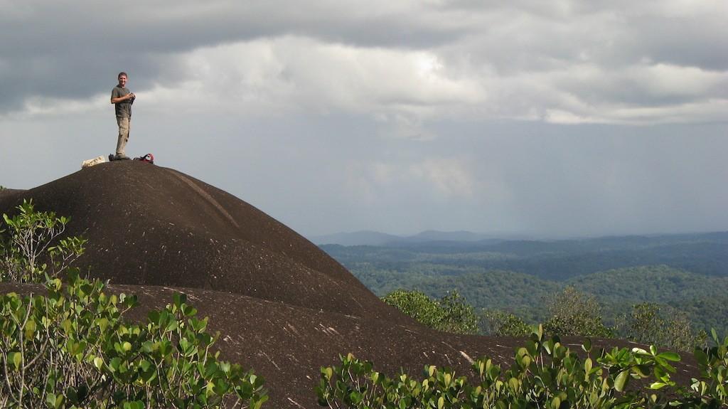 Moi au sommet de l'inselberg de la station des Nouragues en Guyane française - 2009 (Source : Benoît GILLES)