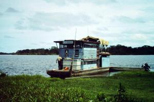 "Bateau "" de recherche"" de l'ORSOM - Trinidad - Bolivie"