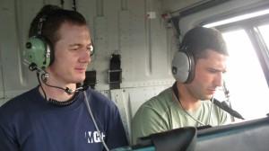 Moi (à droite) dans l'hélicoptère