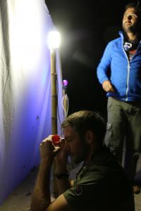 Moi et Adrien Thiercelin observant le drap du piège lumineux